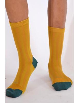 Chaussettes Berthe aux grands pieds soie moutarde