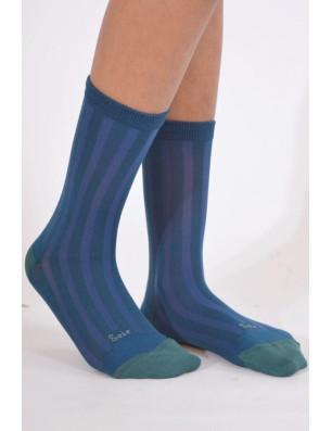 Chaussettes Berthe aux grands pieds soie bleu profil