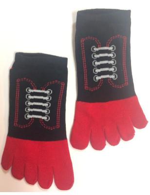 Socquettes noires 5 doigts à lacets