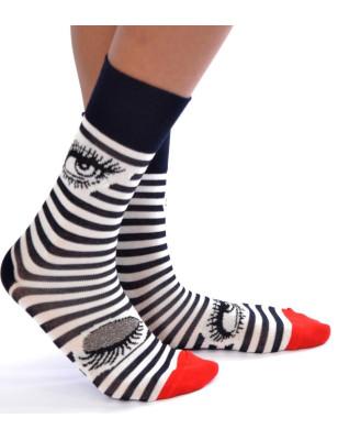 Jolies chausssettes berthe aux grands pieds rayures et clin dœil asymétrique