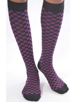 Jolies chaussettes hautes tendance à carreaux