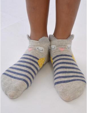 Droles de chaussettes rayées avec chouettes