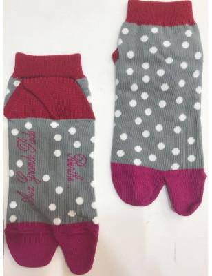 Chaussettes japonaise gris à pois Berthe aux grands pieds