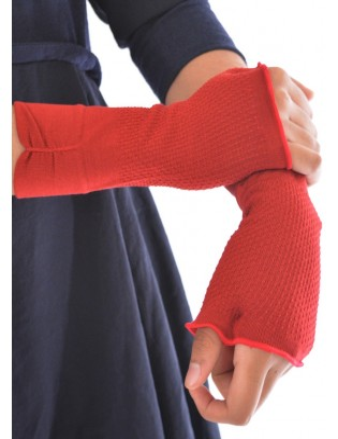 mitaines rouge en soie berthe aux grands pieds