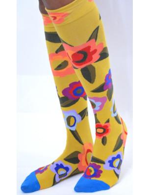 Jolies chaussettes moutarde bouquet de fleurs
