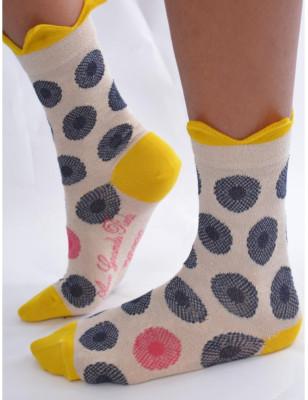 Chaussettes Berthe aux grands Pieds Boutons dorés de fleurs