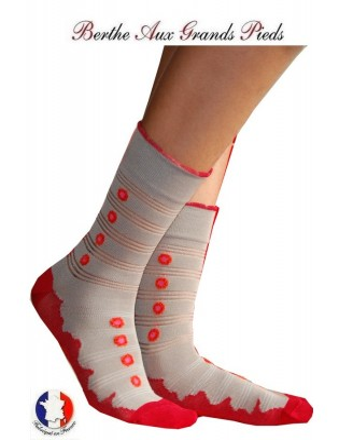 Chaussettes Berthe aux grands pieds cocardes rouges